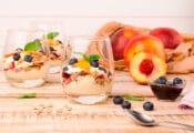 Yogur de nectarina con avena y arándanos receta